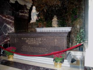 Victory Monument - Bangkok Travel Guide